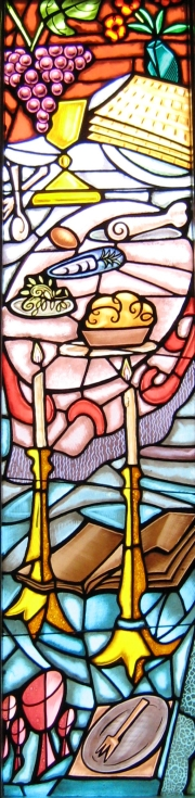 Stained glass depicting Pesach.